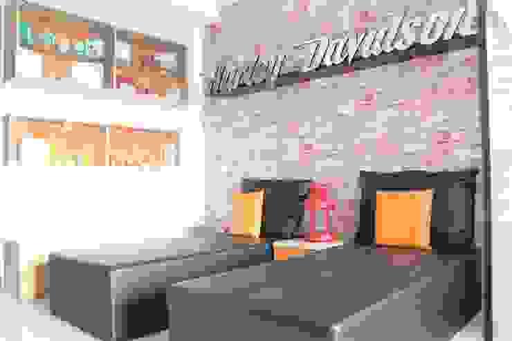 Dago Suite – Harley Davidson Ruang Keluarga Gaya Industrial Oleh POWL Studio Industrial