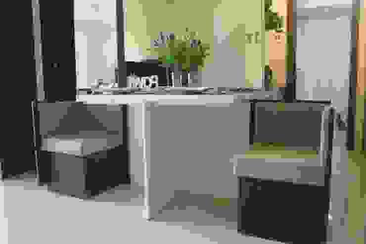 Galeri Ciumbuleuit II – Tipe 2 Bedroom Ruang Makan Modern Oleh POWL Studio Modern