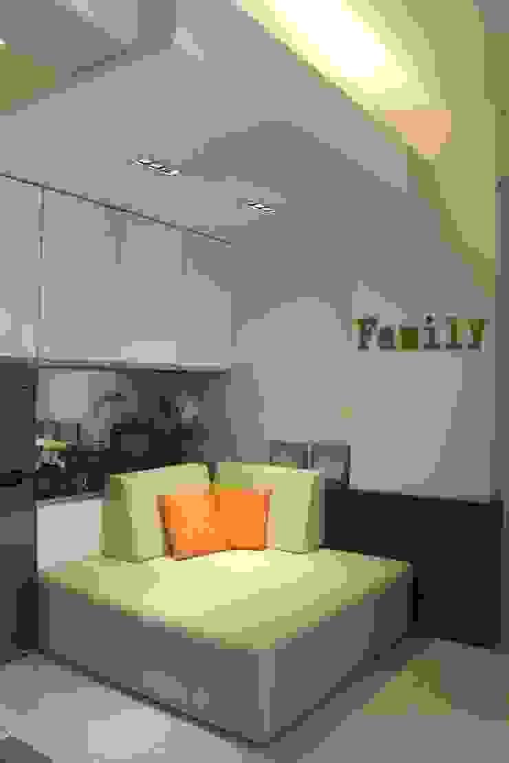 Galeri Ciumbuleuit II – Tipe 2 Bedroom Ruang Keluarga Modern Oleh POWL Studio Modern