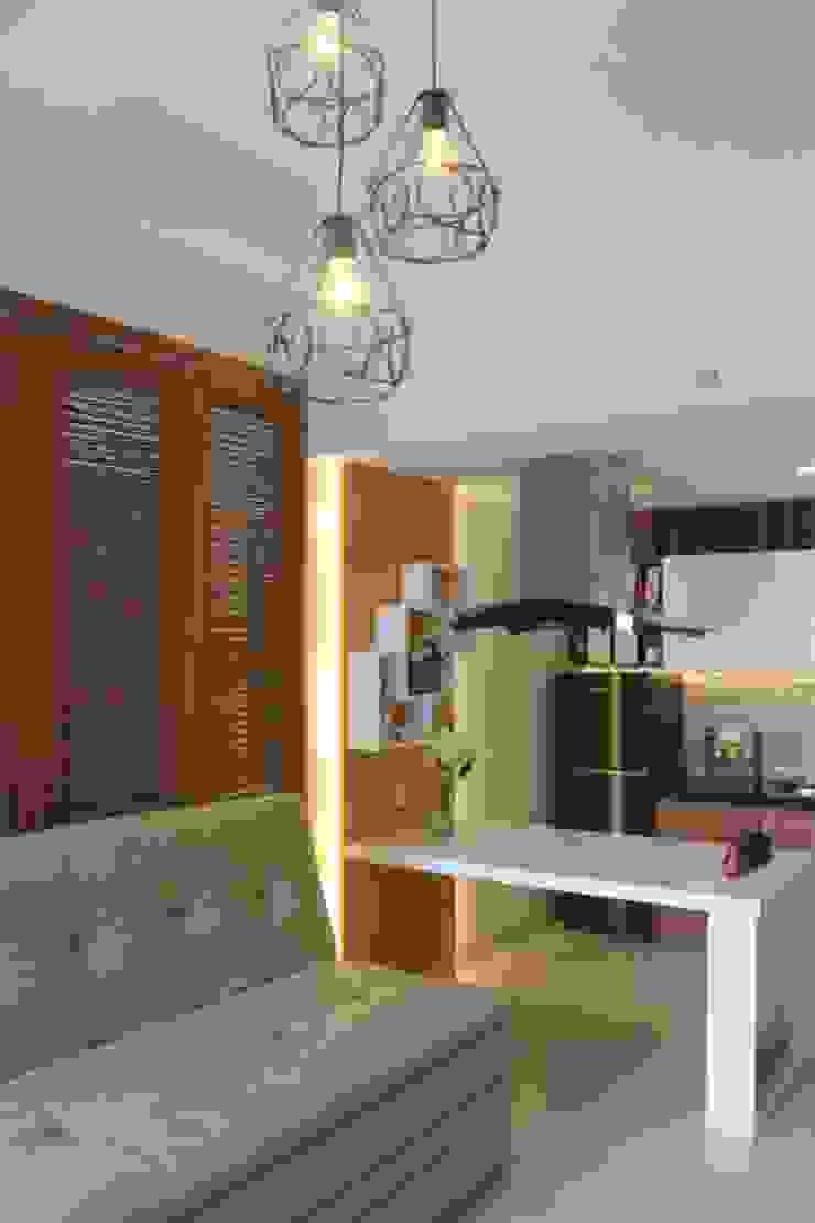 Galeri Ciumbuleuit III – Tipe 3 bedroom Ruang Keluarga Modern Oleh POWL Studio Modern
