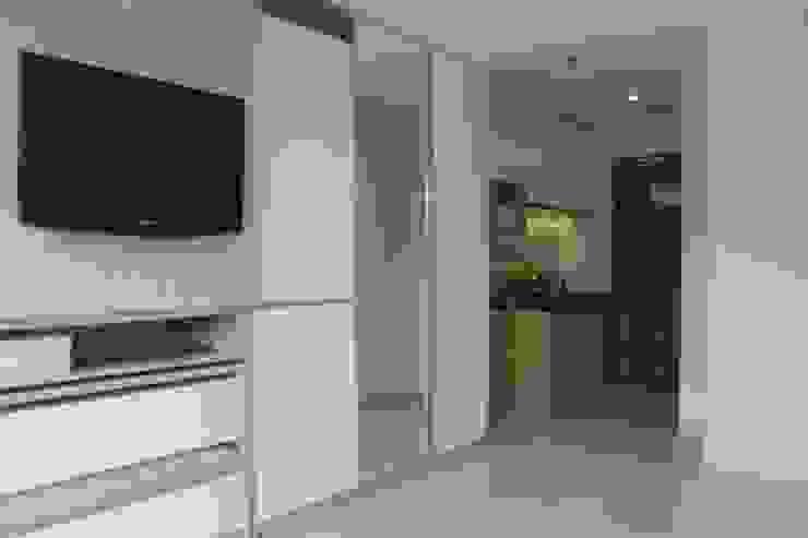 Galeri Ciumbuleuit III - Tipe Loft: Ruang Keluarga oleh POWL Studio,