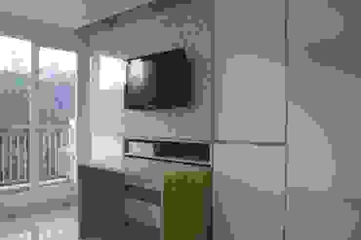 Galeri Ciumbuleuit III - Tipe Loft: Living room oleh POWL Studio,