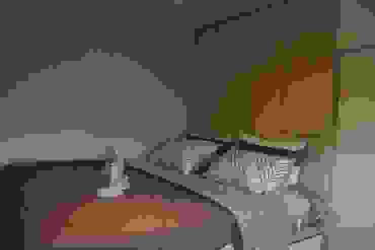 Galeri Ciumbuleuit III - Tipe Loft: Kamar Tidur oleh POWL Studio,