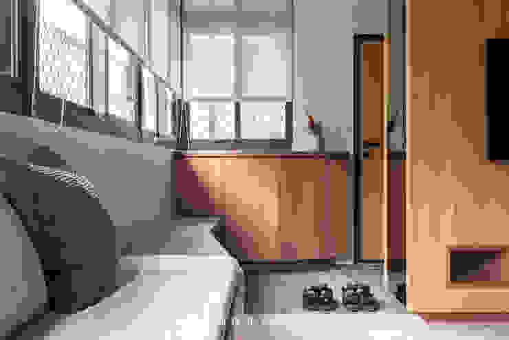 entrance / living room 根據 湜湜空間設計 日式風、東方風 合板