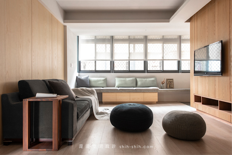 living area 根據 湜湜空間設計 日式風、東方風 複合木地板 Transparent