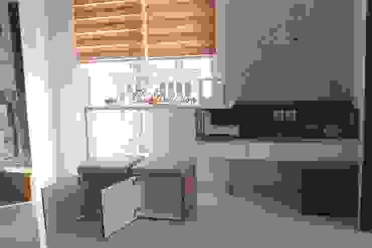 Galeri Ciumbuleuit III – 2 Bedroom Cypress:modern  oleh POWL Studio, Modern