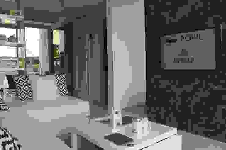 Tampak Apartemen Dari Sisi Ruang Tamu Ruang Keluarga Modern Oleh POWL Studio Modern