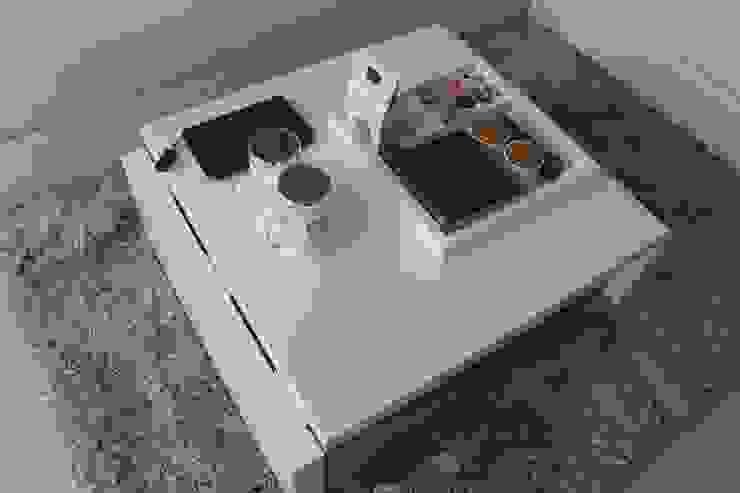 Meja Custom Untuk Ruang Tamu:modern  oleh POWL Studio, Modern