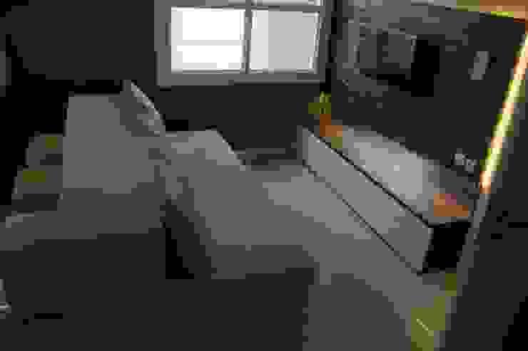 Modern Living Room by POWL Studio Modern