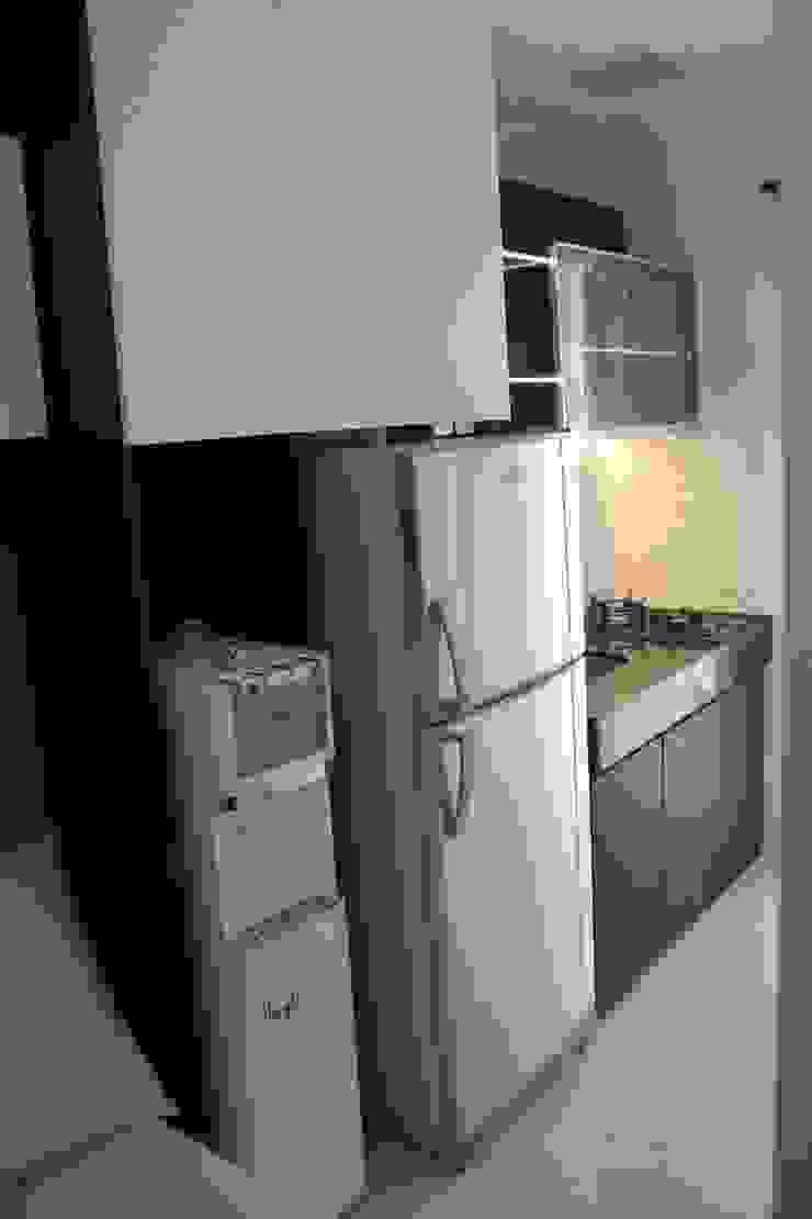 Modern kitchen by POWL Studio Modern