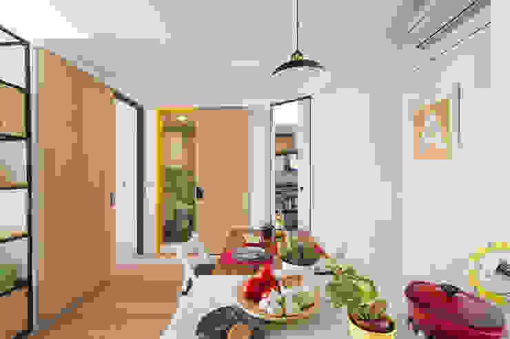 Scandinavian style dining room by 一葉藍朵設計家飾所 A Lentil Design Scandinavian
