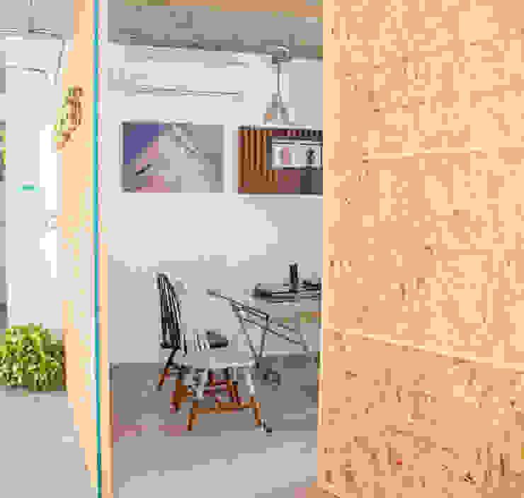 โดย Constructora e Inmobiliaria Catarsis อินดัสเตรียล อิฐหรือดินเผา