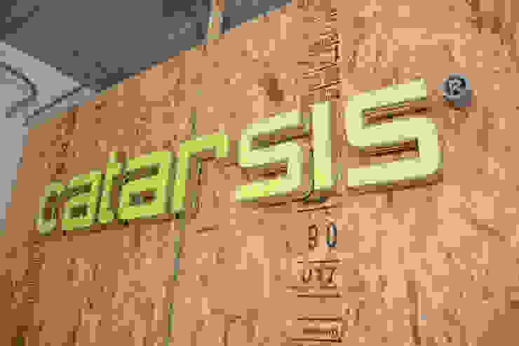 โดย Constructora e Inmobiliaria Catarsis อินดัสเตรียล แผ่นไม้อัด
