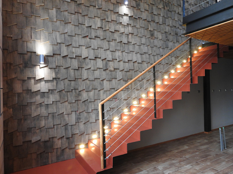 ESCALERA METAL DEPLEGADO INTERIOR CASONA PATIO CONDELL de U.R.Q. Arquitectura Moderno Metal