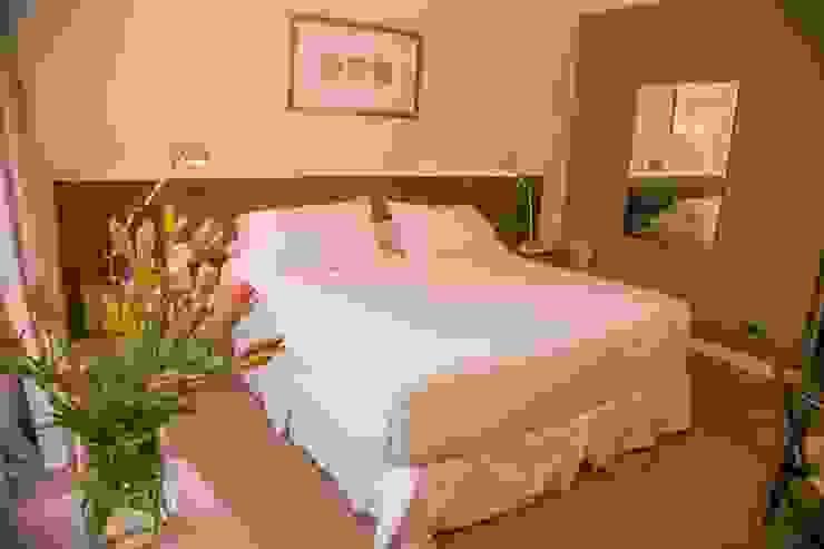 Vista General Dormitorio matrimonial Cuartos de estilo clásico de Moon Design Clásico