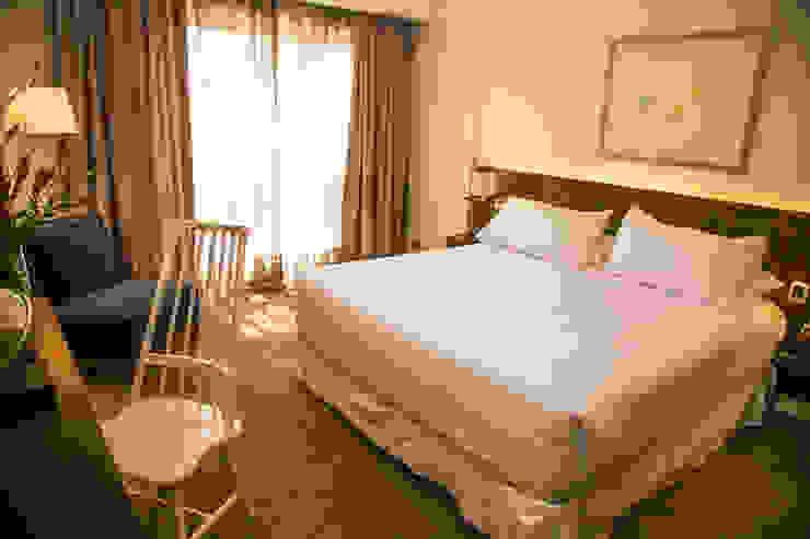 Vista General Dormitorio Cuartos de estilo clásico de Moon Design Clásico