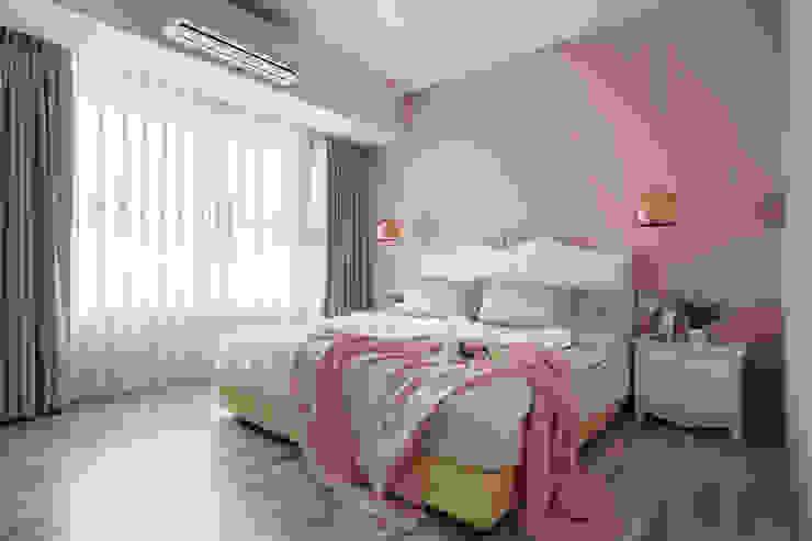 附有更衣室的主臥房 根據 Moooi Design 驀翊設計 現代風
