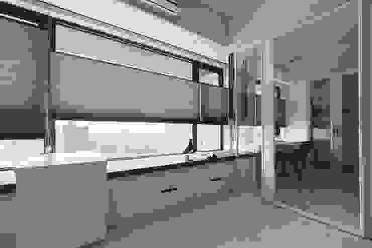 與客廳相連的書房 根據 Moooi Design 驀翊設計 現代風