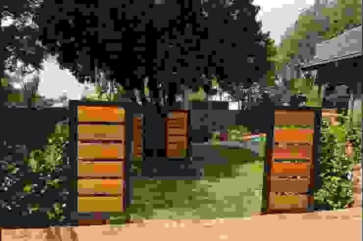 Garden revamp Modern Garden by Young Landscape Design Studio Modern