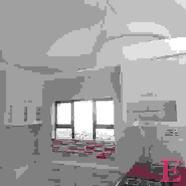 Ultra Modern Kitchen with Red Focalpoint Modern kitchen by Ergo Designer Kitchens Modern Engineered Wood Transparent