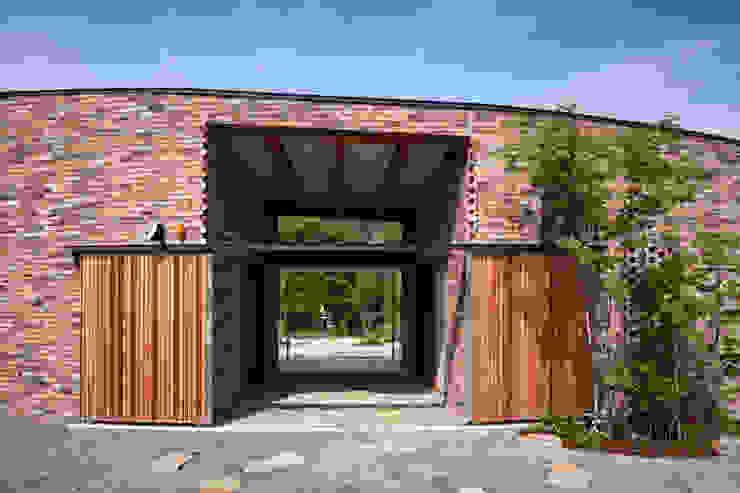 堺の家 モダンスタイルの 玄関&廊下&階段 の 井上久実設計室 モダン