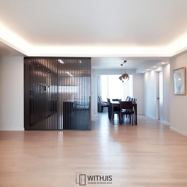 Modern dining room by WITHJIS(위드지스) Modern Aluminium/Zinc