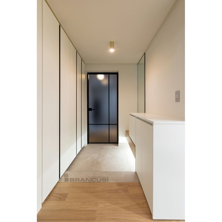Modern Corridor, Hallway and Staircase by WITHJIS(위드지스) Modern Aluminium/Zinc