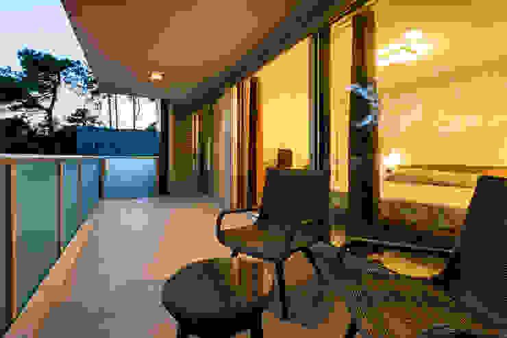 Balcones y terrazas modernos: Ideas, imágenes y decoración de Elia Falaschi Fotografo Moderno