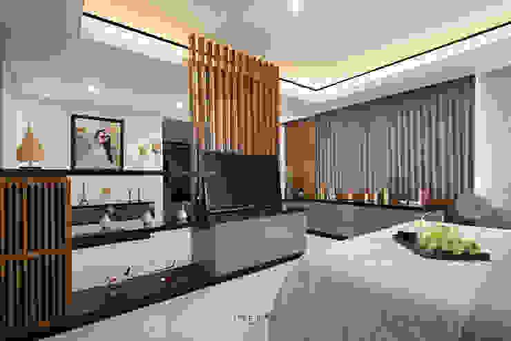 Master Bedroom:modern  oleh INERRE Interior, Modern