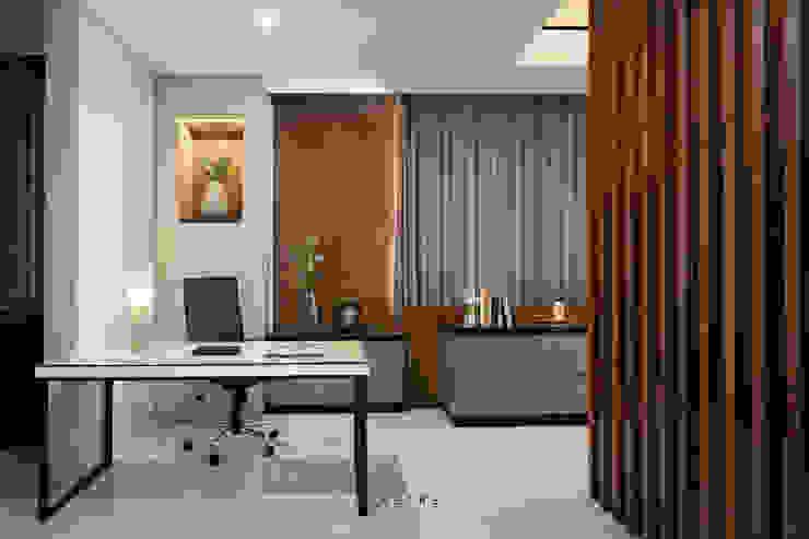 Office Ruang Studi/Kantor Modern Oleh INERRE Interior Modern