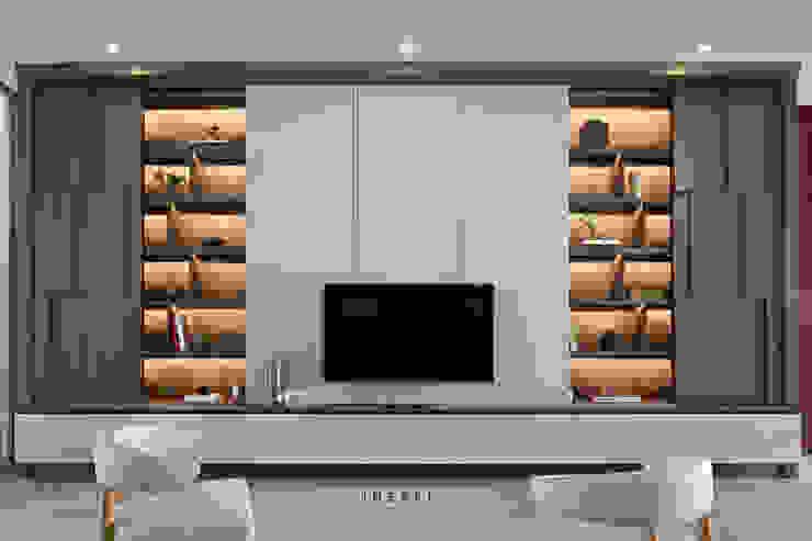 AJ Residence Modern Living Room by INERRE Interior Modern