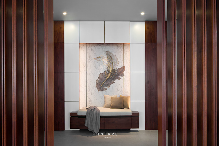 AJ Residence Modern Corridor, Hallway and Staircase by INERRE Interior Modern