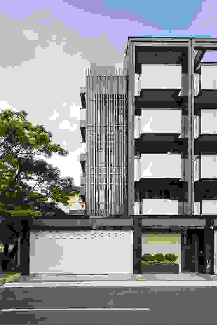 邊間戶型多了金屬隔柵的細膩.為整個建案多了精緻感 竹村空間 Zhucun Design Offices & stores Metal