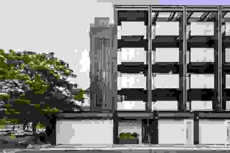 邊間戶型多了金屬隔柵的細膩.為整個建案多了精緻感 竹村空間 Zhucun Design Offices & stores Glass Black