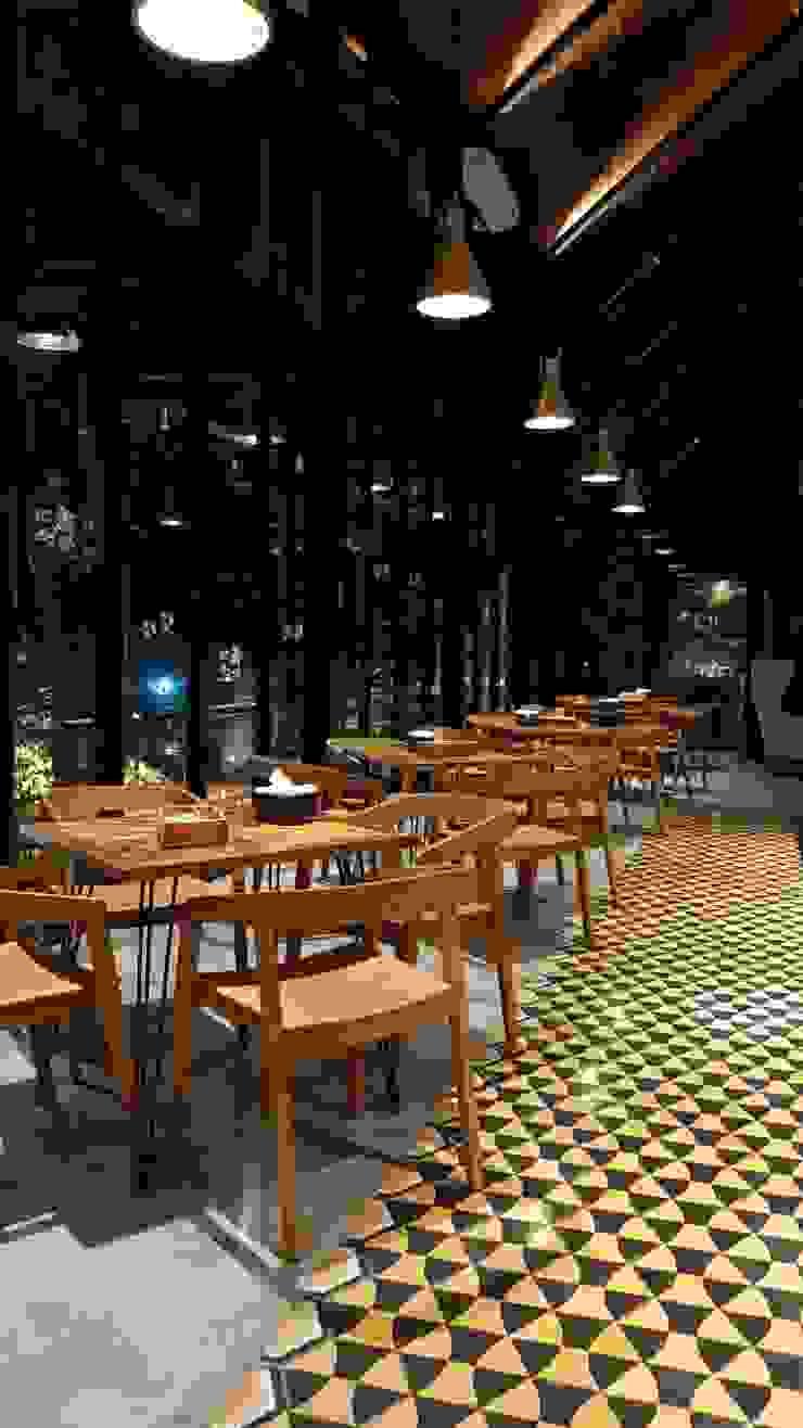Scandinavian style dining room by viku Scandinavian Wood Wood effect