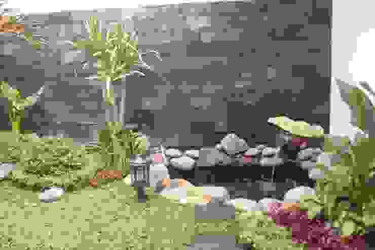 Kolam Koi Oleh homify Minimalis Batu