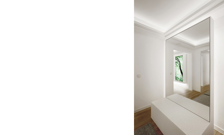 Pasillos, vestíbulos y escaleras modernos de FISCHER & PARTNER lichtdesign. planung. realisierung Moderno