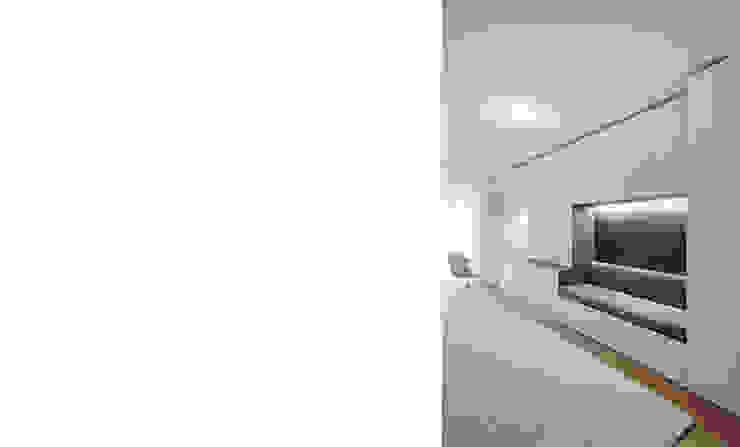 Dormitorios modernos: Ideas, imágenes y decoración de FISCHER & PARTNER lichtdesign. planung. realisierung Moderno
