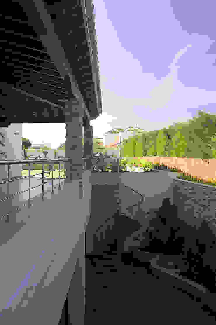 Idearte Marta Montoya Balkon, Beranda & Teras Gaya Kolonial