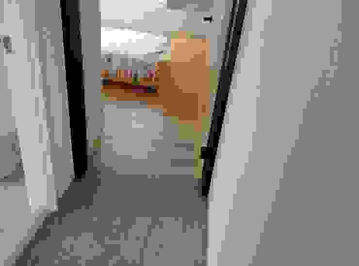 モダンスタイルの寝室 の 昇揚木地板 モダン エンジニアリングウッド 透明