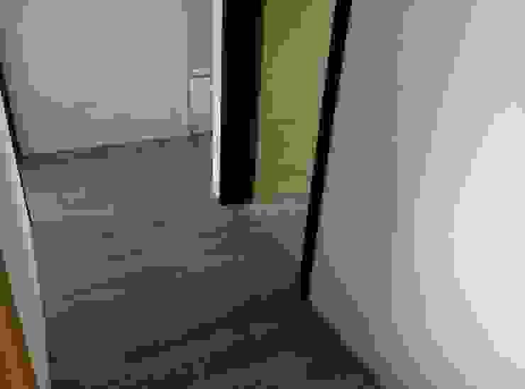 モダンデザインの リビング の 昇揚木地板 モダン エンジニアリングウッド 透明