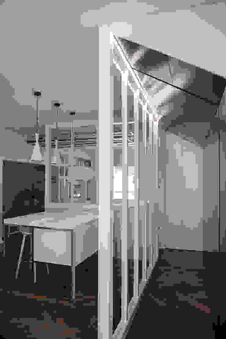 ArchEnjoy Studio Modern corridor, hallway & stairs