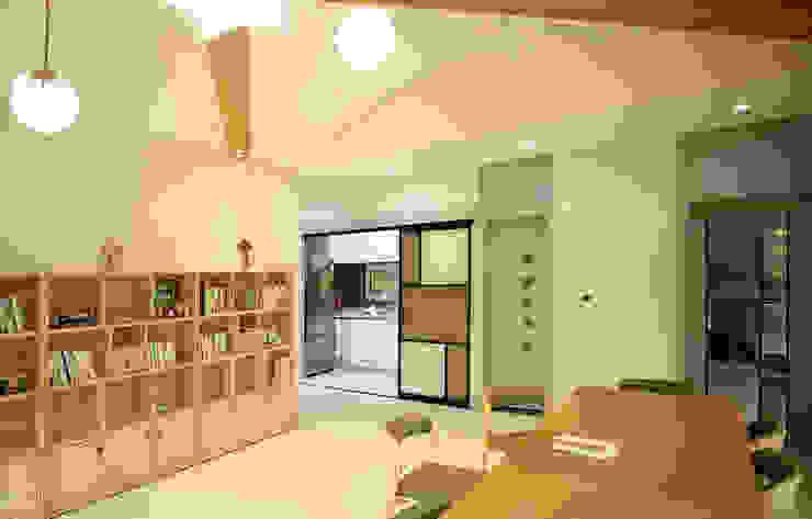 주택 내부 -2F 모던스타일 서재 / 사무실 by 더존하우징 모던