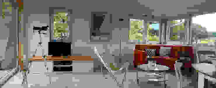 Aussicht Wald Skandinavische Wohnzimmer von gondesen architekt Skandinavisch Holz Holznachbildung