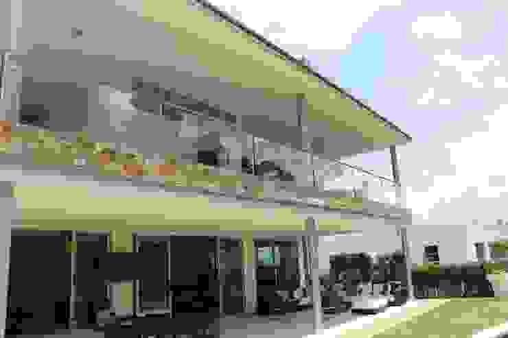 FACHADA Casas modernas de IngeniARQ Arquitectura + Ingeniería Moderno