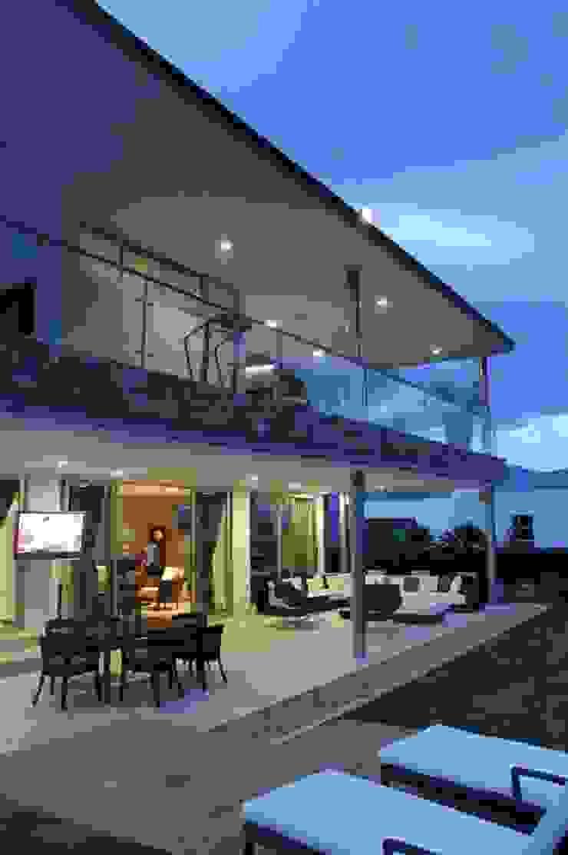 FACHADA ILUMINADA 2 Casas modernas de IngeniARQ Arquitectura + Ingeniería Moderno
