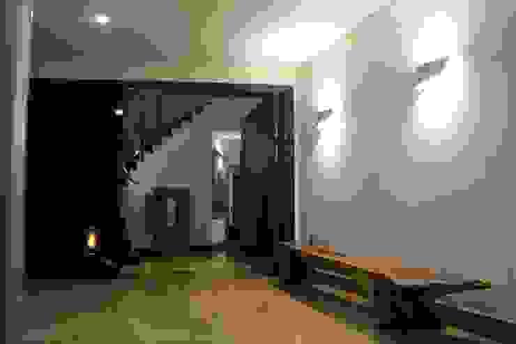 ACCESO PRINCIPAL Puertas modernas de IngeniARQ Arquitectura + Ingeniería Moderno