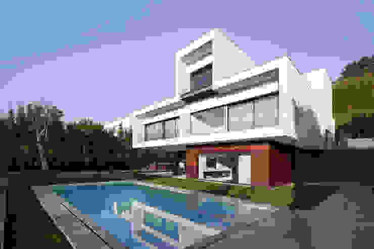 Villas by João Boullosa, Modern Reinforced concrete