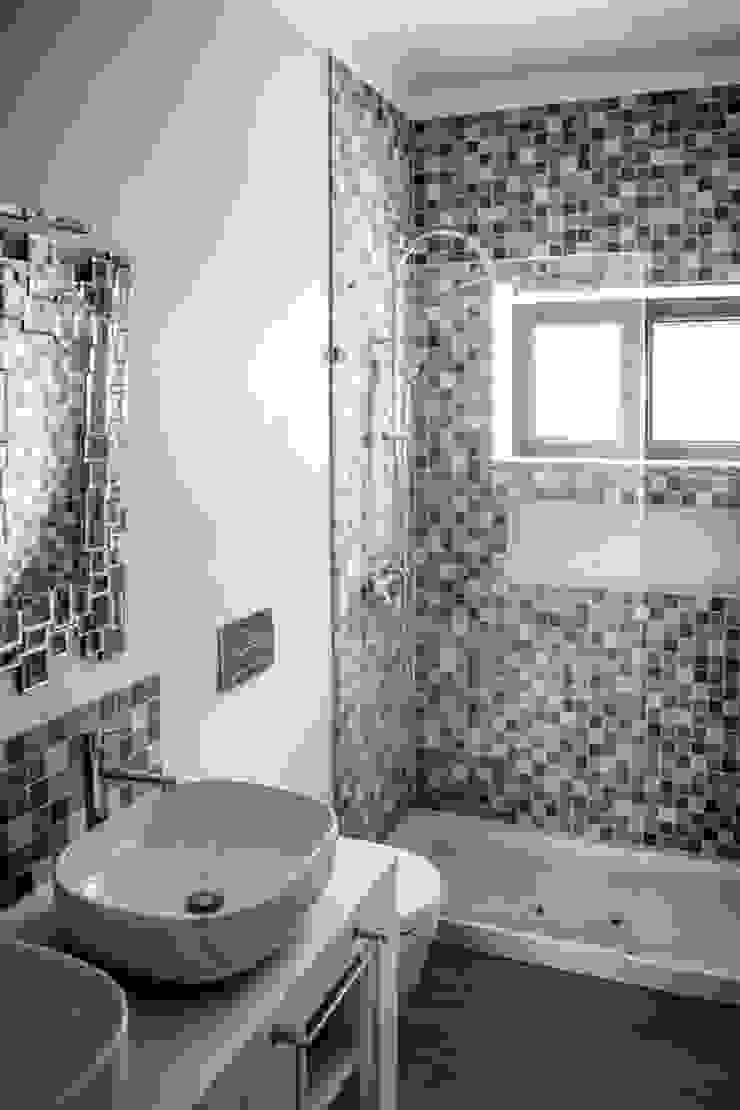 Remodelação em Beja Classic style bathroom by Grupo Norma Classic
