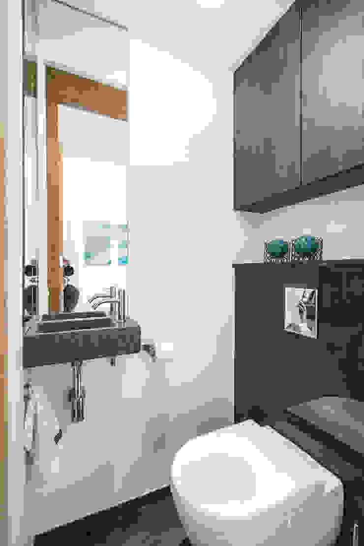 Modern bathroom by Masters of Interior Design Modern